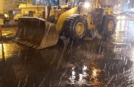 استقرار ماشینآلات شهرداری رشت در نقاط مختلف شهر در دقایق اولیه بارش برف